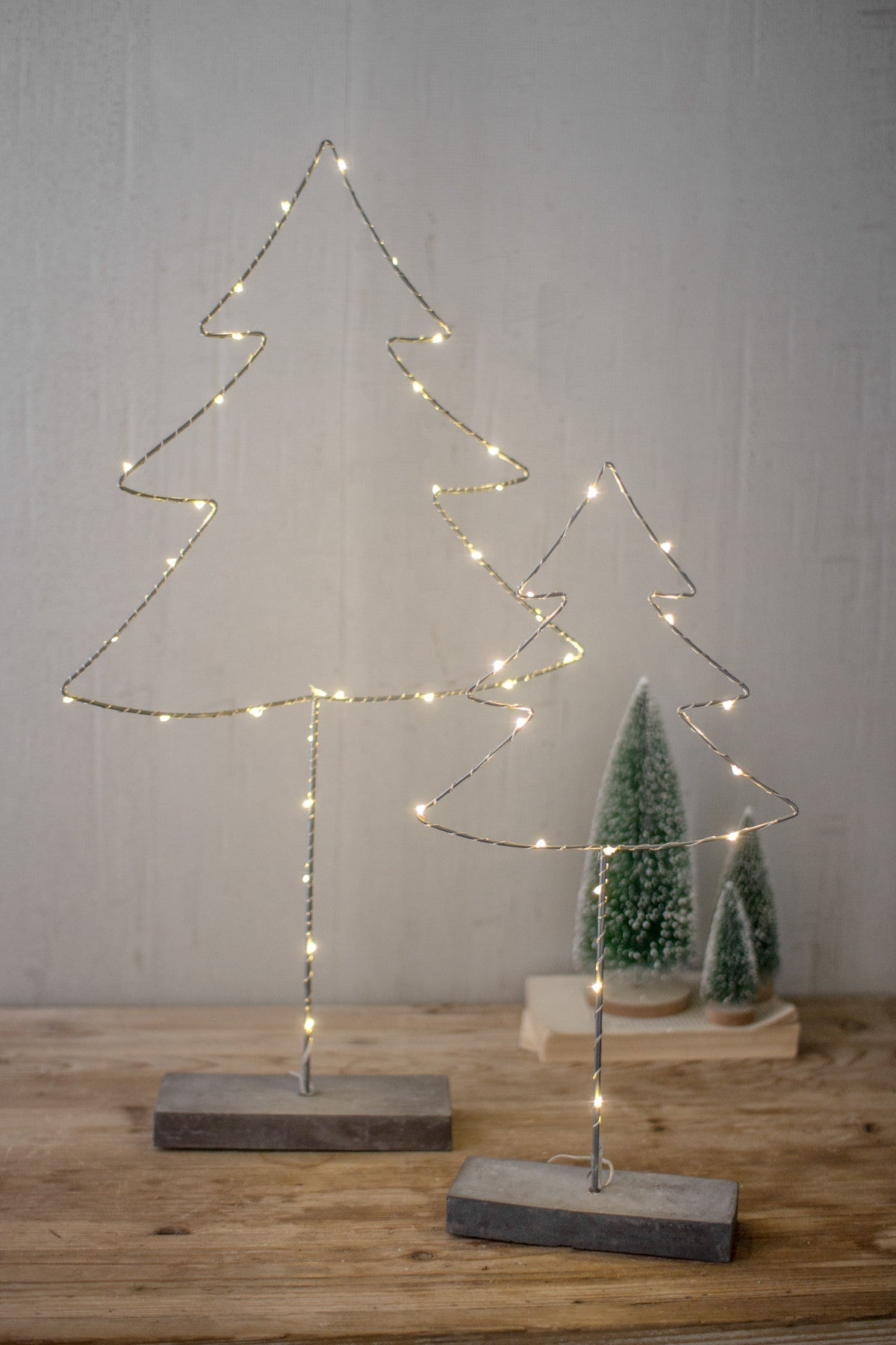 SET OF 2 METAL TREES WITH LED LIGHT AND CEMENT BASE
