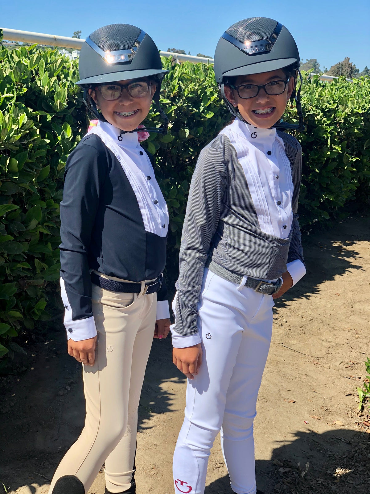 A wonderful short for the kiddies, cool and light!  Grab the Cavalleria Toscana Kid's Young Rider Shirt W/bib S/S for your Young Rider!  Fast-drying / Easy Care Bi-stretch Breathable fabric Anti-UV / Anti-bacterial Made and designed in Tuscany, Italy