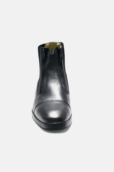 The Parlanti Z2 Paddock Boot* is a true classic. Schooling or in the ring, this classic, traditionally-styled boot combines performance, versatility and refinement.  Designed for riders who demand performance The feel and performance of custom boots Performs well with our Half Chaps  Premium Calfskin 2 lateral zippers 6 month warranty