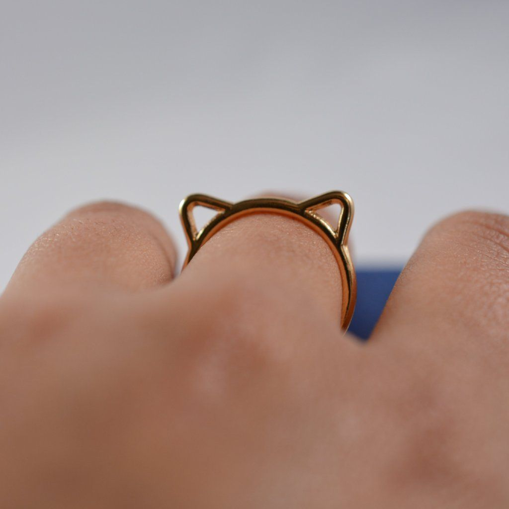 hand model ring with cat ears