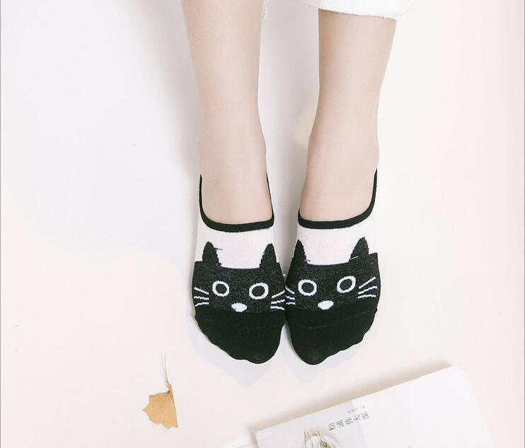 Black Cat Face Boat Socks model