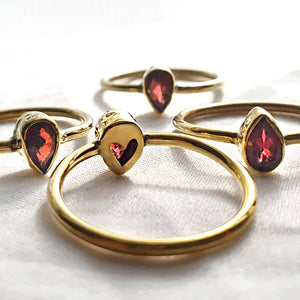 """Ibig"" Garnet Teardrop 18k Gold-Plated Brass Ring With Heart Cutout"