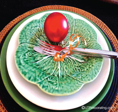 Speedy Holiday Decorating Idea: Ornaments on Plates