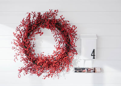Hang a Wreath on Vinyl Without Adding Any Holes