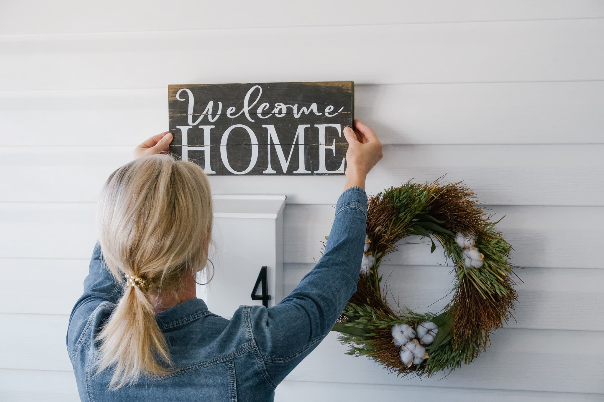 How To Hang Outdoor Decorations On Vinyl Utr Decorating