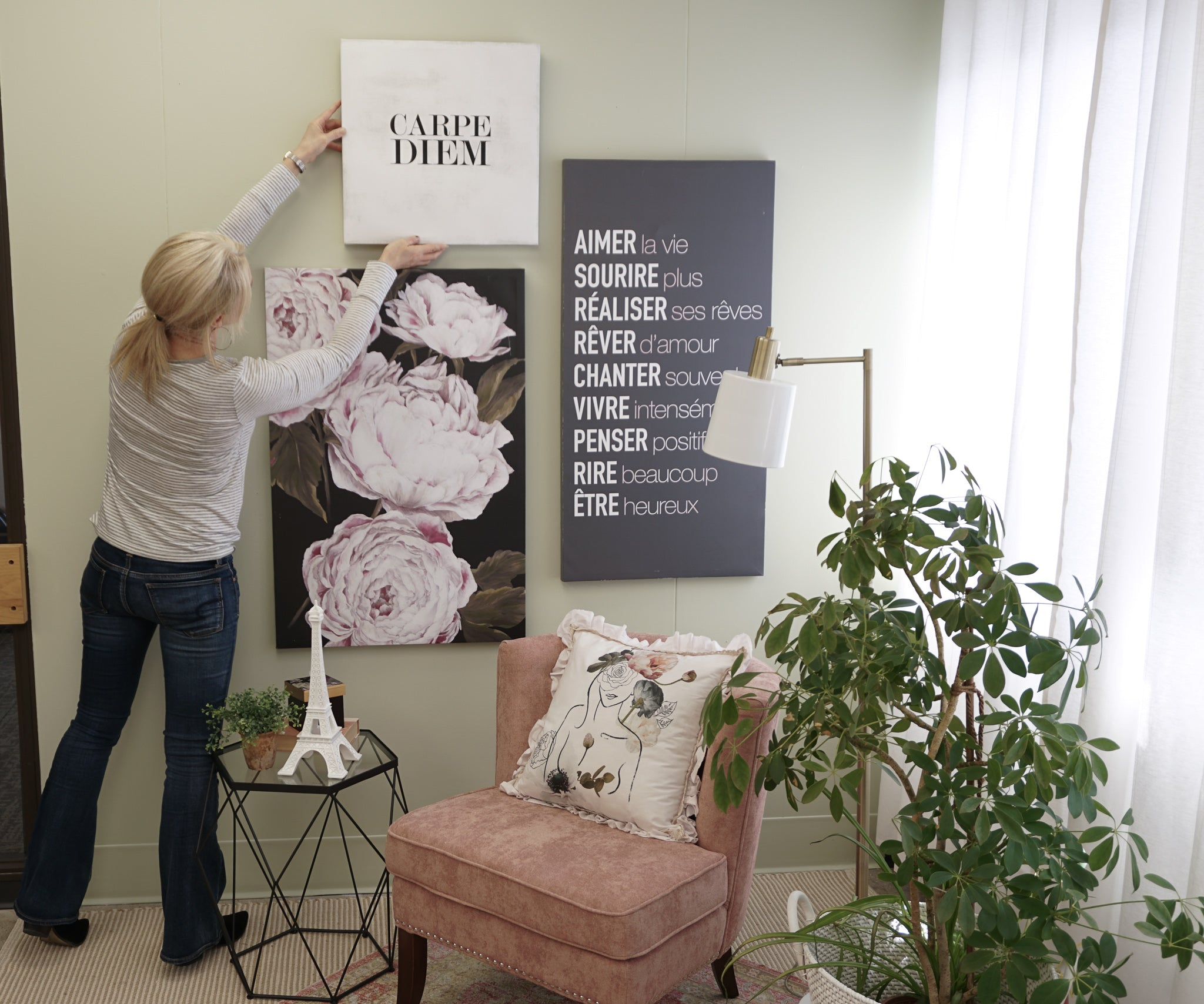 How to hang a canvas