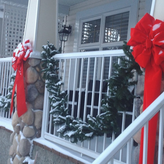 Deco tip Red bows on porch