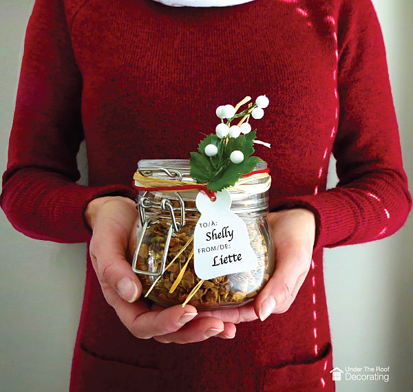 example of homemade Christmas gifts - granola in a jar