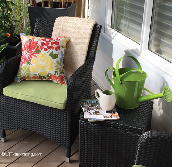 decorating a front porch for summer: Versatile furniture and cozy accessories