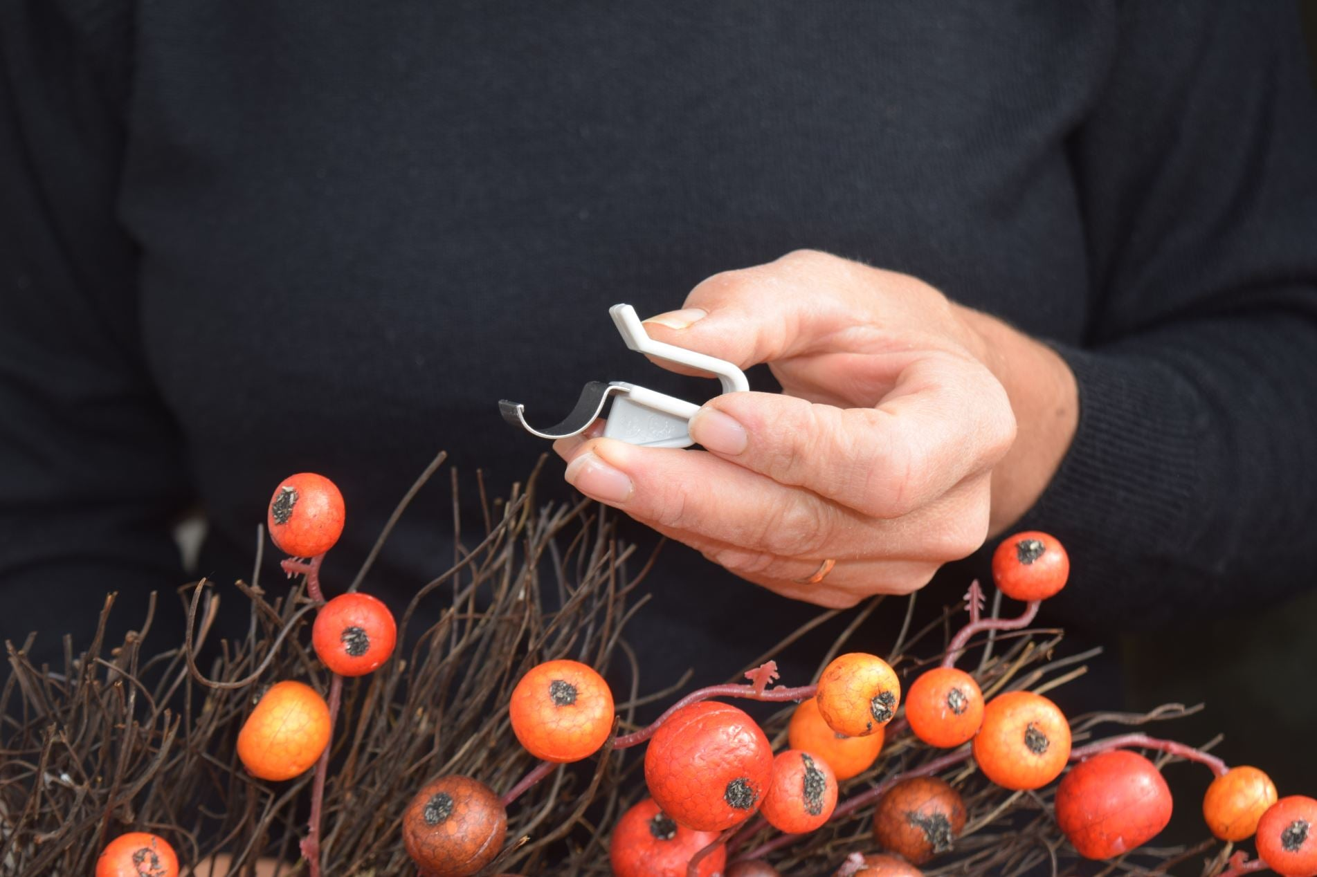 hang holding decovinyl