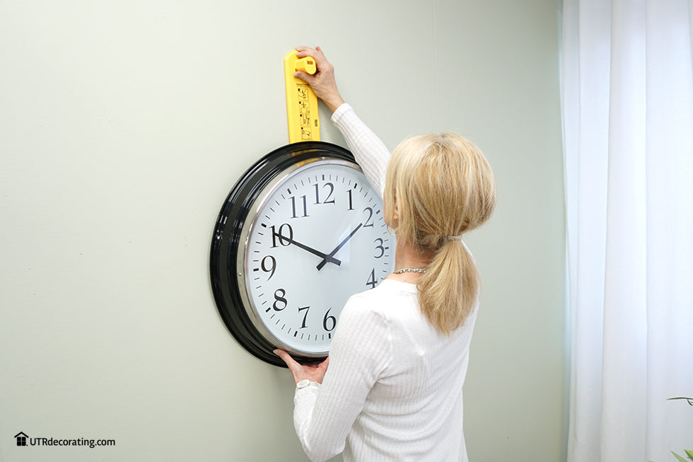 How to hang a clock