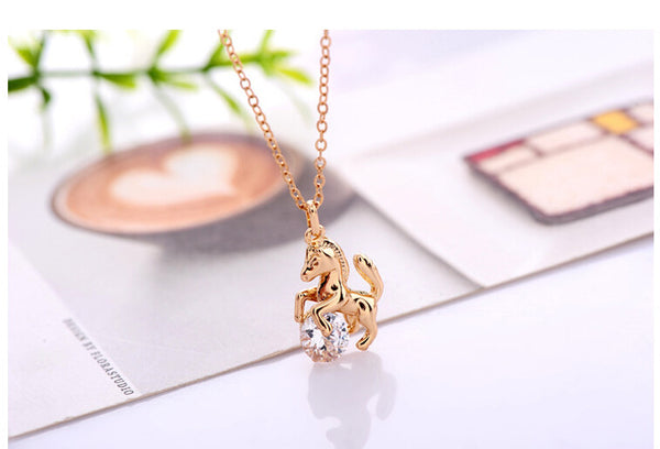Elegant link chain horse pendent necklace