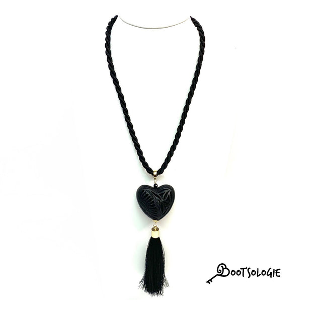 Women's necklace, Black clay Necklace, Carved Clay Necklace, Heart Shape Necklace. Collar de Barro Negro.
