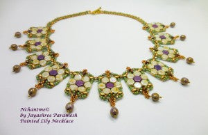 Painted Lily Necklace white 3
