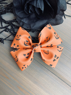 Jack o Lantern Faces Glow in the Dark Ryleigh Bow