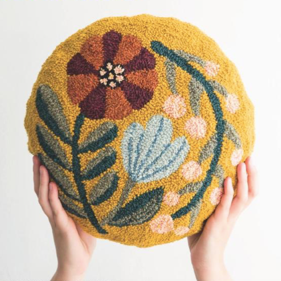 FRORAL ROUND CUSHION photo by Arounna