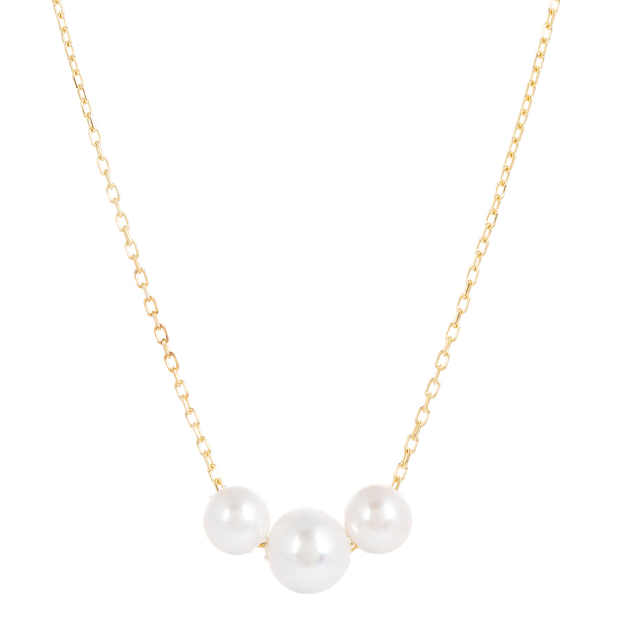 Our Laura Gold Chain Necklace is adorned with a three ethical pearl. This very delicate sustainable necklace is all about simplicity. Wear on it's own or several other chains. Perfect for every day wear and fully length adjustable.