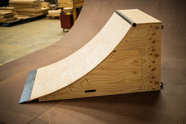 Truckstop Ramps - 840 Quarter Pipe