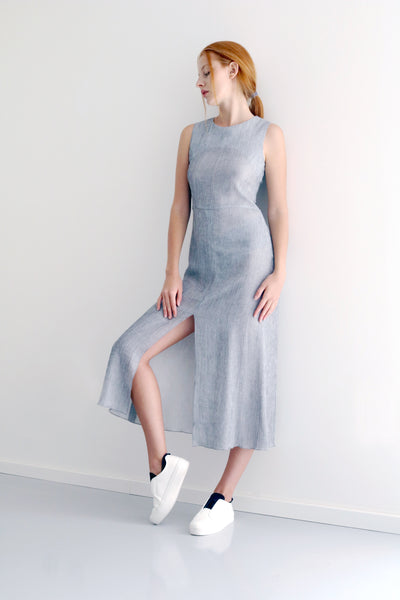 Helene dress in summer twist with fitted waist and loose skirt with front opening. Its light and breezy, match it up with your fav heels for night out or sneakers for sunny sporty look.