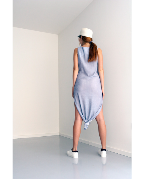 Ryo knot dress is perfect for the beach days or having lunch in the middle of hot summer. Made in light weight fabric in two colours, light grey and blue