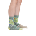Profile image of a woman's legs on a white background wearing Women's Twisted Garden Crew Lightweight Lifestyle Sock in Green with a casual shoe on one foot