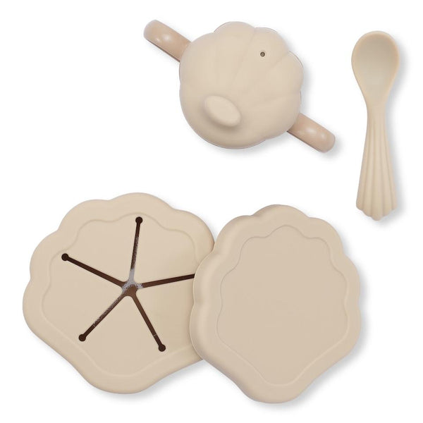 Konges Slojd Silicone Clam Dinnerware Set in Shell
