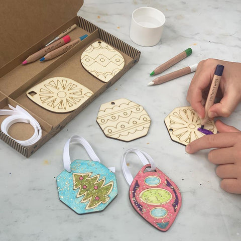 PAINT YOUR OWN CHRISTMAS DECORATIONS CRAFT ACTIVITY BOX