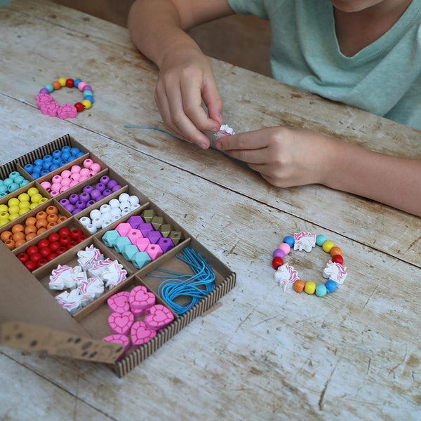 UNICORNS & RAINBOWS - BRACELET MAKING KIT