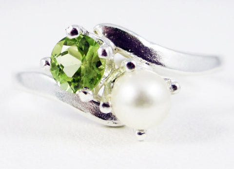 925 Peridot and White Pearl Ring Sterling Silver
