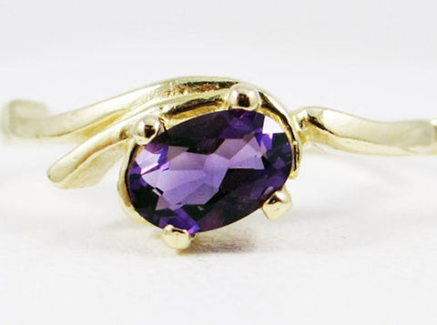 Amethyst Oval Ring 14k Yellow Gold