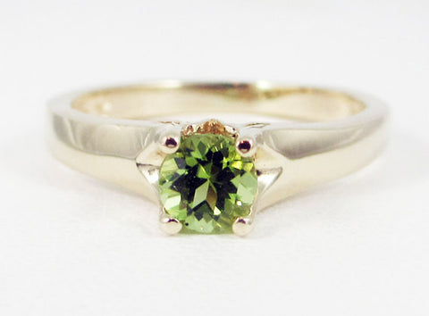 Peridot 14k Yellow Gold Tulilp Solitaire Ring, August Birthstone Ring, 14k Gold Peridot Solitaire Ring, Solid 14 Karat Gold Ring, Tulip Ring
