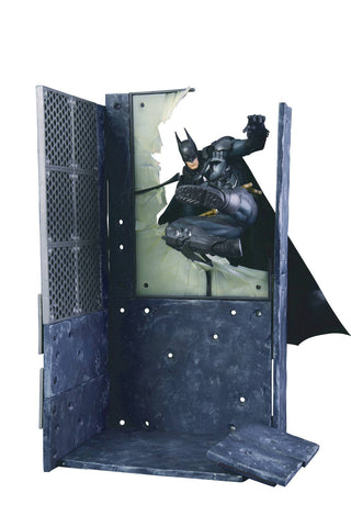 Batman ArtFX Statue with Diorama