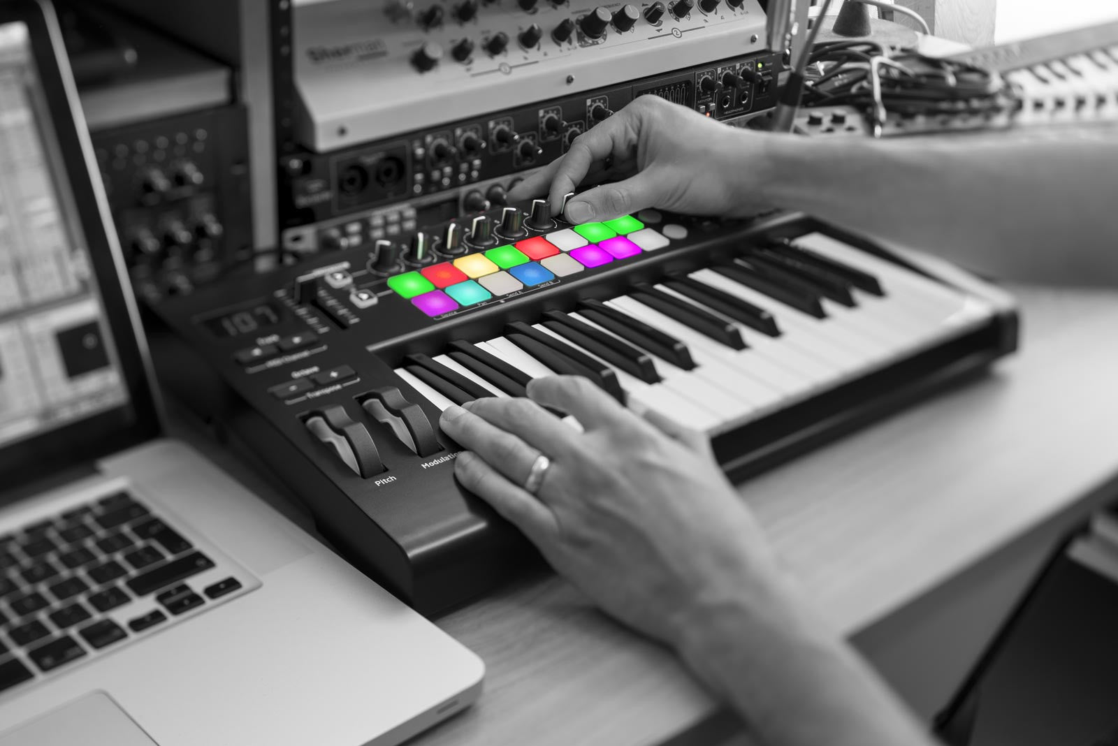 Novation Launchkey 25 MkII - Sinamex Recording Store