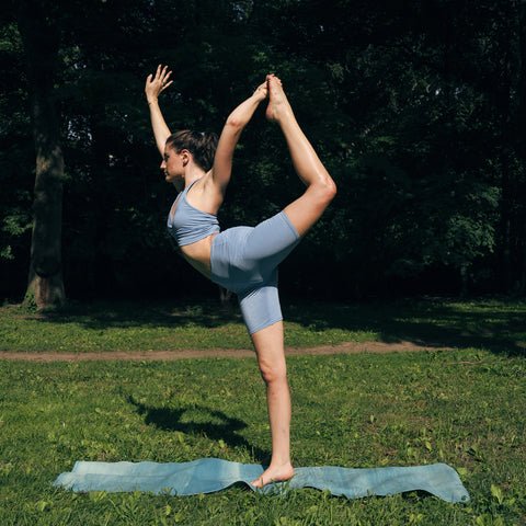 Kim Levin Fit Model yoga pose ankle hold, lord of the dance, dancer pose in Central Park
