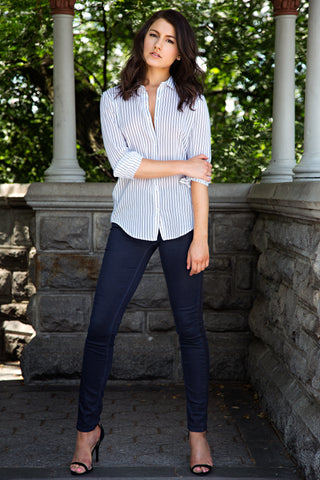 Kim Levin Fit Model wearing button up shirt and jeans in Central Park