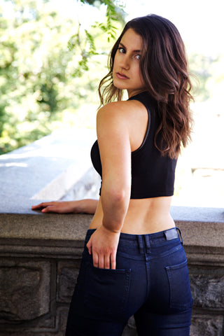 Kim Levin Fit Model wearing black crop top and jeans in Central Park
