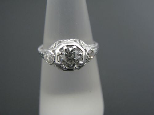 Beautiful Vintage 3 Diamond Ring in 18k White Gold From the 1930's