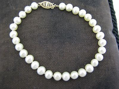 Beautiful Bracelet of Cultured Pearls with 10k Yellow Gold Clasp