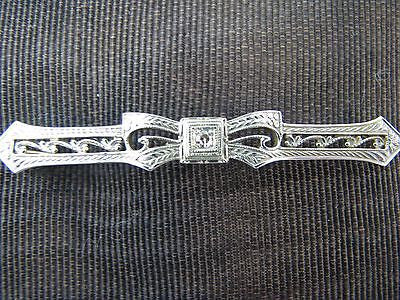 Beautiful Vintage Bar Brooch with a single cut Diamond in 10k Gold