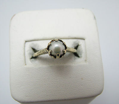 Vintage Lovely Luster Prong Set Pearl Ring in 14k Yellow Gold