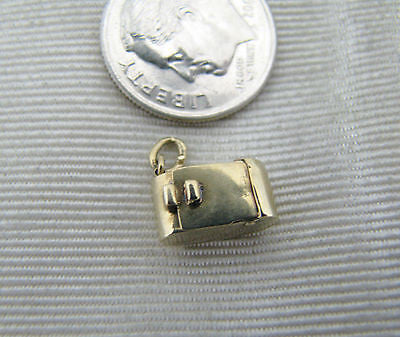 Cute Vintage Style Folding Camera Charm in 14k Yellow Gold (Moveable Charm)