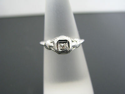 Beautiful Vintage Diamond Ring in 14k White Gold From the 1930's