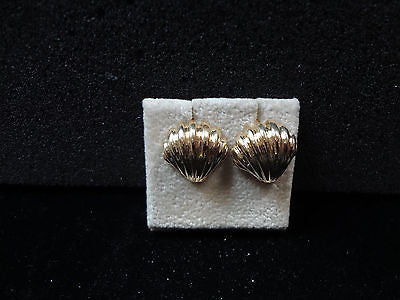 Beautiful 14k Yellow Gold Pierced Shell Earrings