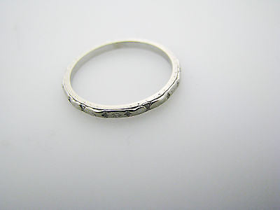 Delightful Vintage 18k White Gold Decorative Wedding Band