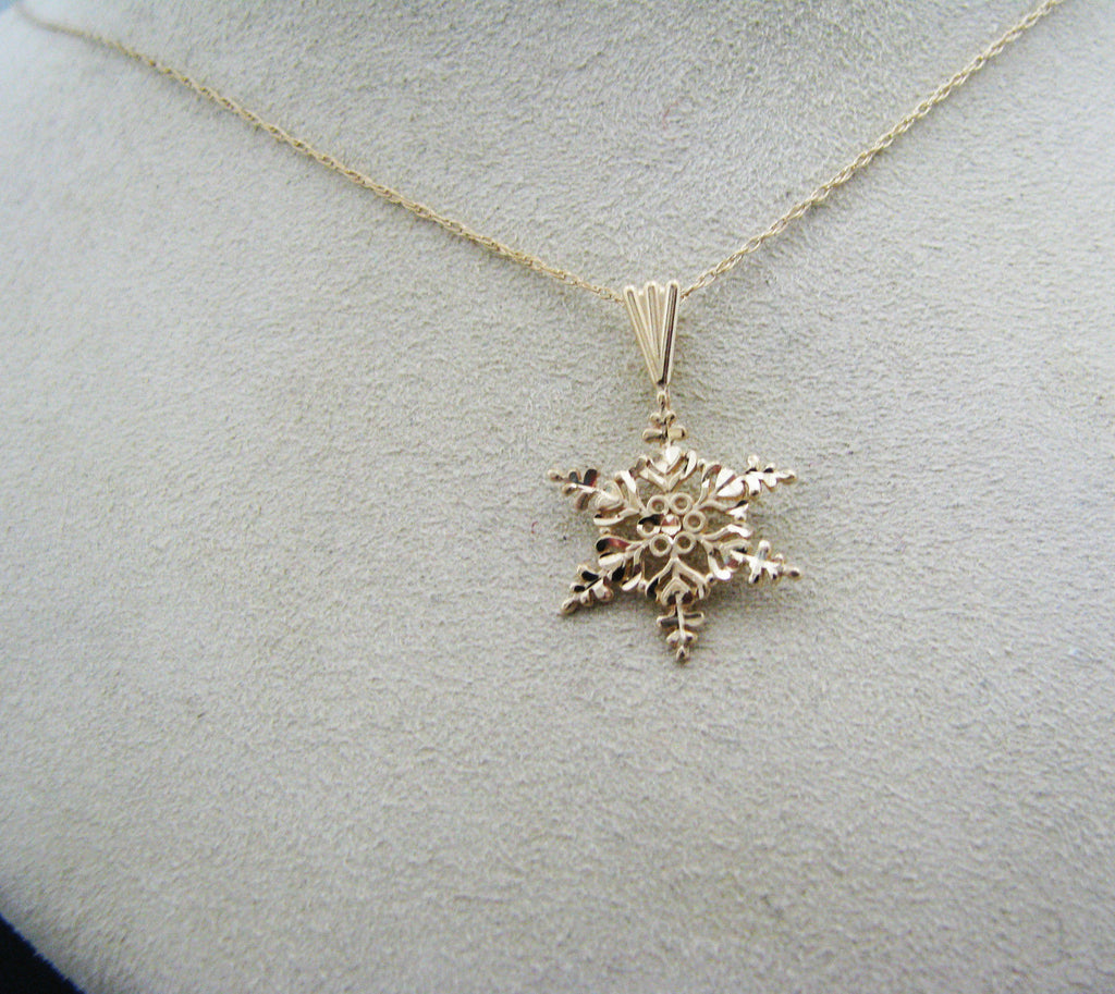 "Beautiful Golden Snowflake Pendant on 18"" Chain all in 14k Gold"