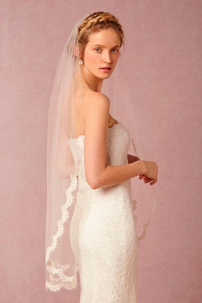 Scalloped Lace Fingertip Veil