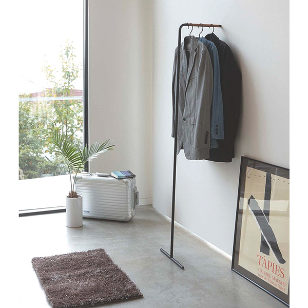 Tower Leaning Slim Coat Hanging, Black, 16.5x15.5x63H