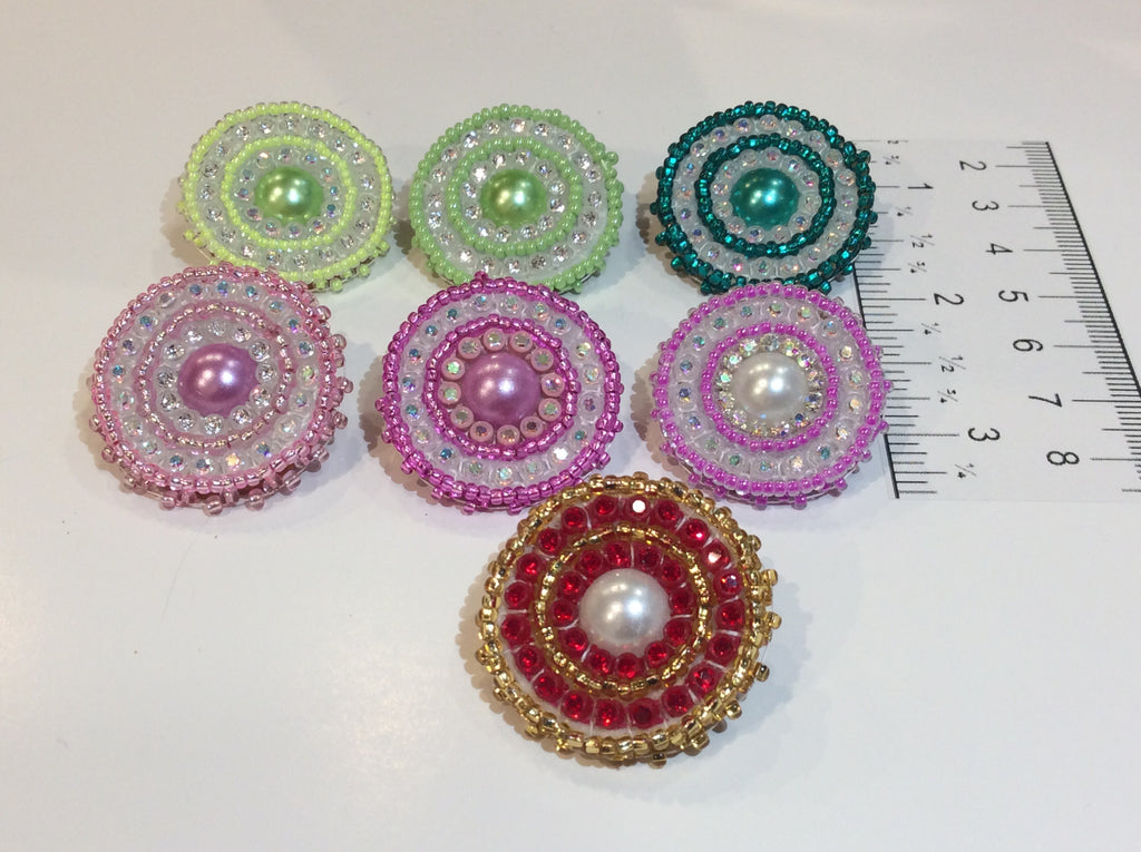 Pearl centre, circle studs