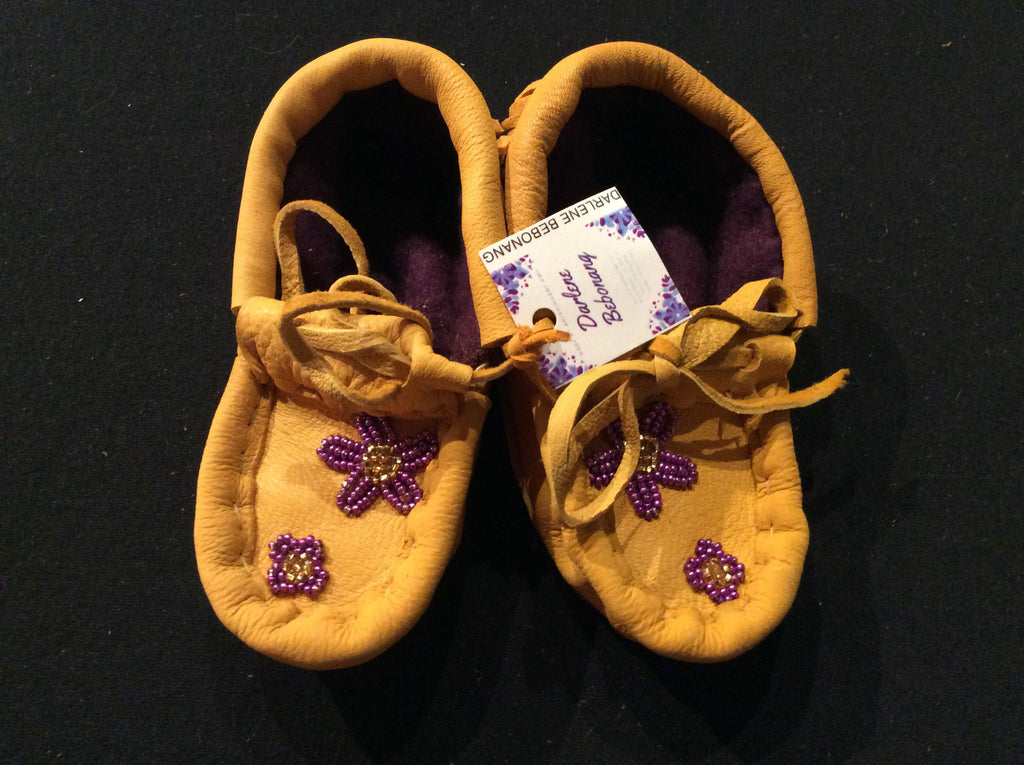Baby moccasins w/ beaded purple flower