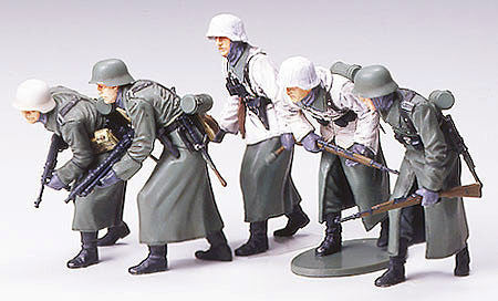 Tamiya Military 1/35 German Assault Infantry w/Winter Gear (5 Figures) Kit